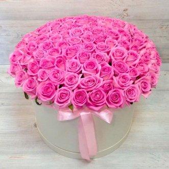 101 розовая роза в коробке